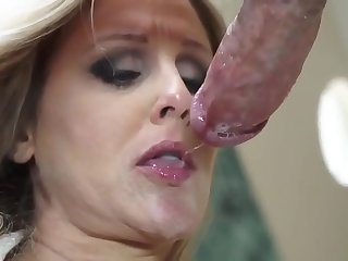 MOTHERISDONE.COM: this mother has a perfect body