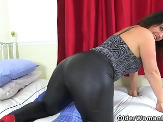 Big butt milf Montse Swinger in leggings will get you hard