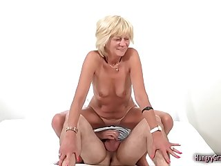 Mature With Amazing Body Fucks Like a Pro