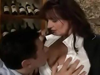 வீட்டில் தனியாக அம்மாவுடன் ஒரு முரட்டு குத்து ஓழ் ஆட்டம்  Tamil Mom sex