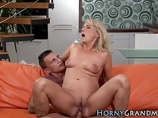 Mature lady cunt fingered