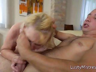 Horny stud ravished a chubby old bimbo