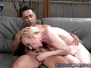 Mature cougar takes cum facial