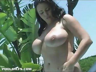 a hot mother with huge tits  BIGNATURALS69.COM