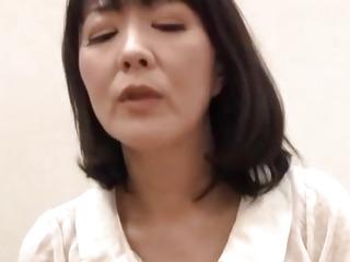 Hitomi enjoys erotic shower