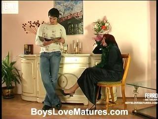Elinor&Adam attractive mom in action