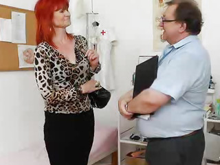 Dame gyno with a gynoinstrument