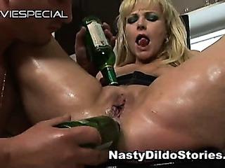Mature MILF gets asshole fucked