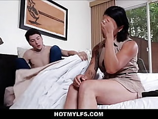 Hot Latina MILF Stepmom Oral Orgasm By Young Stepson